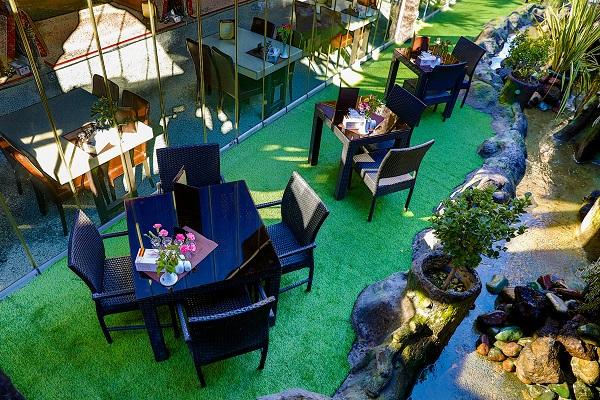 چمن مصنوعی برای تالار و رستوران